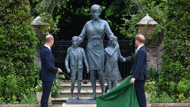 Уильям и Гарри открыли памятник принцессе Диане
