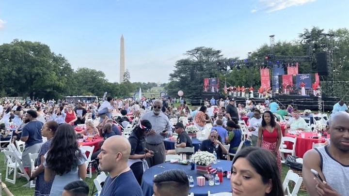 День независимости США: речь Байдена, паника на пляже и рекорд в поедании хот-догов