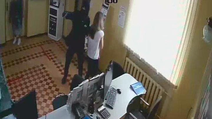 В Феодосии вооруженный грабитель ограбил банк