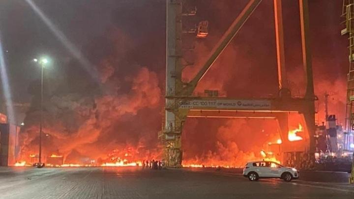 В порту Джебель-Али в Дубае прогремел взрыв