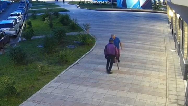 Красноярский самурай напал на таксиста со спрятанными в трости клинками