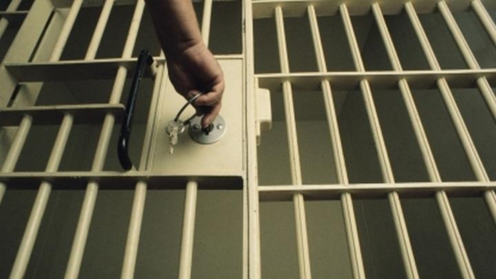 29-летний новосибирец избил сотрудника СИЗО. Преступление попало на видео