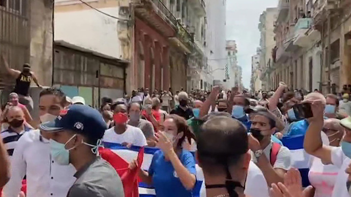 Президент Кубы призвал коммунистов противостоять провокациям