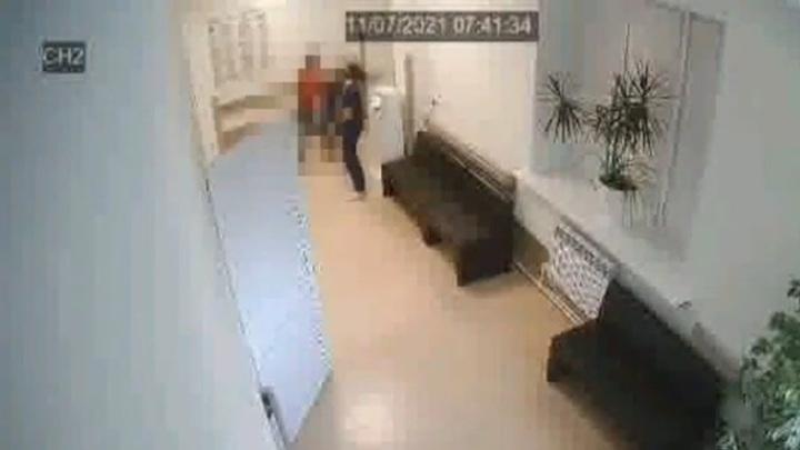 В Саратове пациент напал на врача городской больницы из-за маски