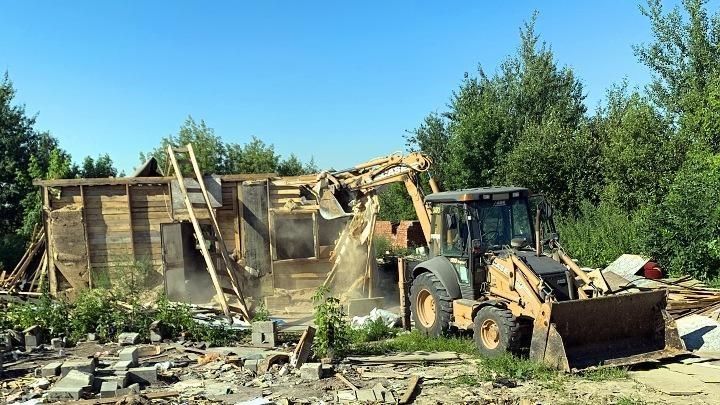 В Тульской области демонтировали незаконные постройки цыган