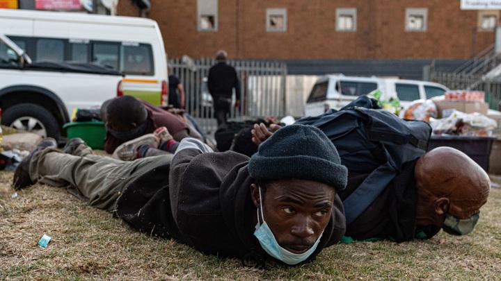 Число погибших в ходе беспорядков в ЮАР возросло до 117 человек