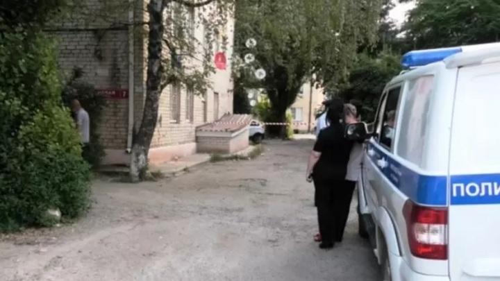 Задушенную девушку нашли в подъезде дома в Черкесске