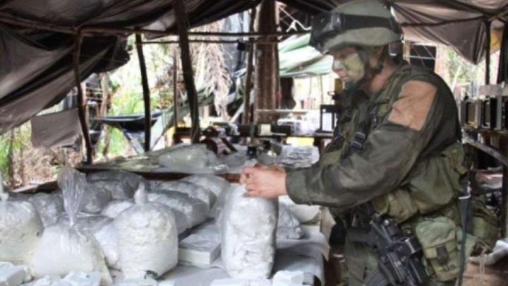 В Колумбии военные конфисковали у наркоторговцев больше пяти тонн кокаина