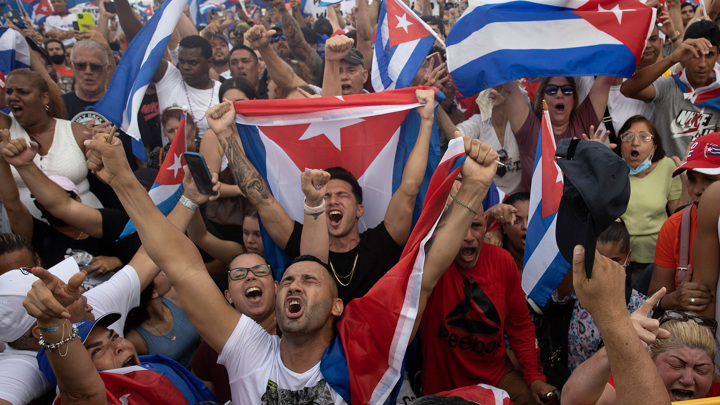 Лидер Кубы заявил о раненых в столкновениях с протестующими