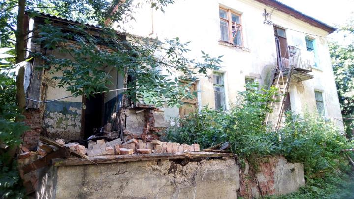 СК ведет проверку по факту обрушения стены общежития в Ржеве