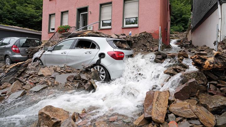 Число жертв наводнения на западе Германии увеличилось до 80
