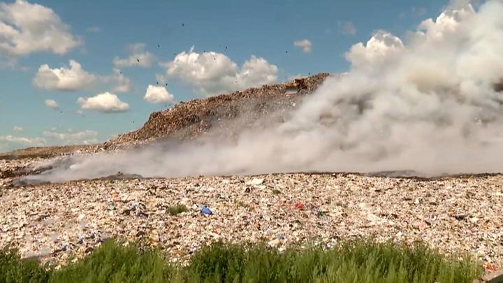 Мусорный полигон вторые сутки горит в Новосибирске