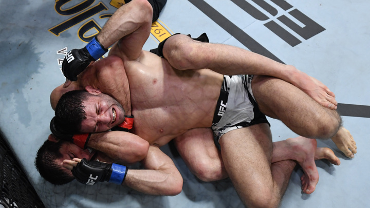 Россиянин Махачев победил бразильца Мойзеса на турнире UFC