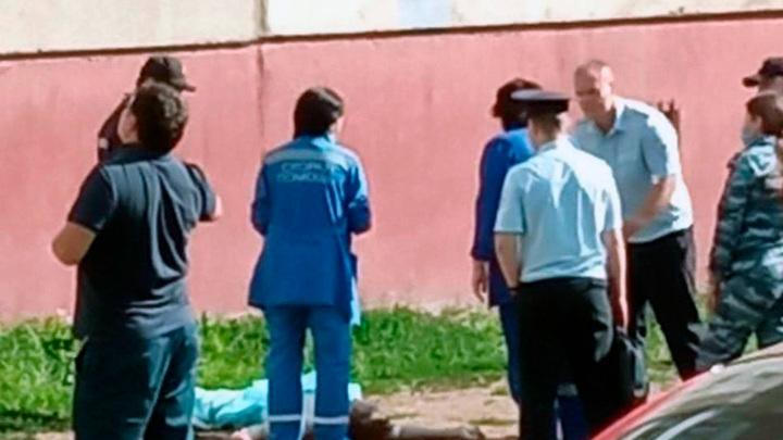 Тело под окнами: в Уфе жители обнаружили труп мужчины