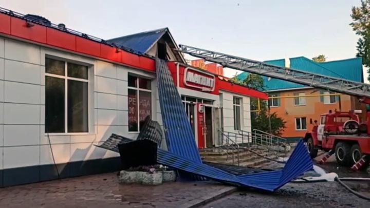 Продуктовый магазин вспыхнул ночью в Лениногорске