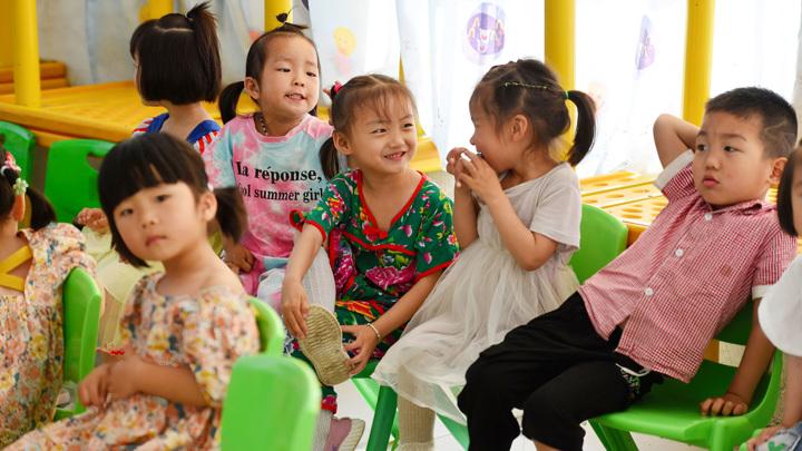 Китайским семьям разрешили иметь до трех детей