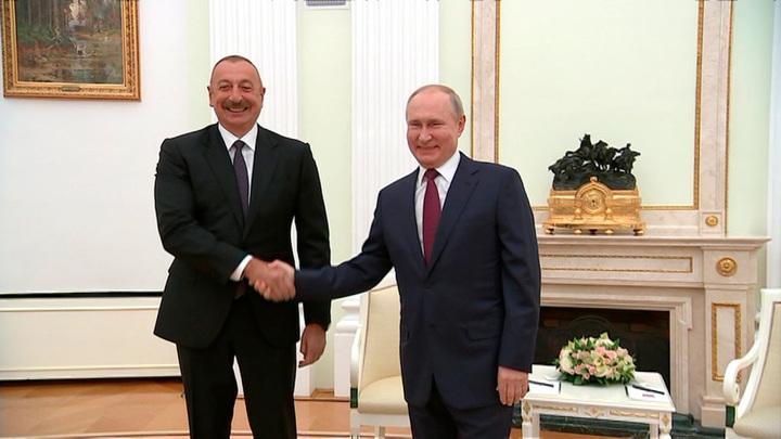 Путин встретился с Алиевым