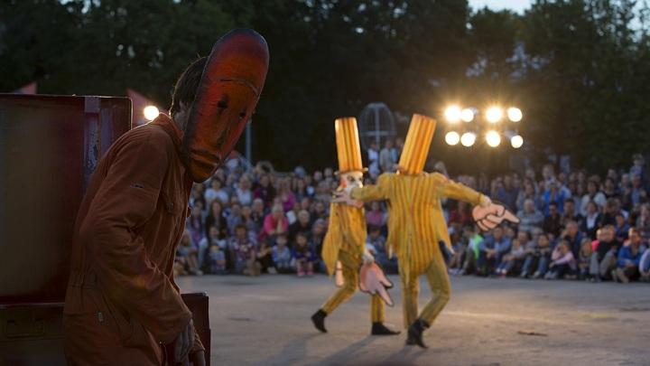 Выступление театра бродячих кукол мистера ПЕЖО (Россия, Санкт-Петербург)