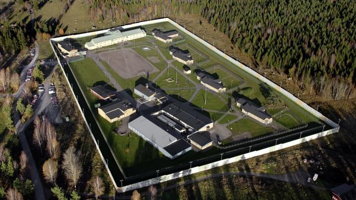 Заключенные взяли в заложники двух надзирателей шведской тюрьмы