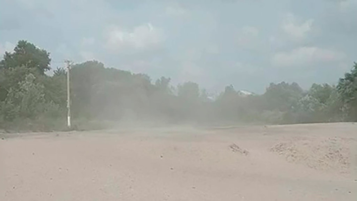 Мощную песчаную бурю на пляже в Воронежской области поймали на видео