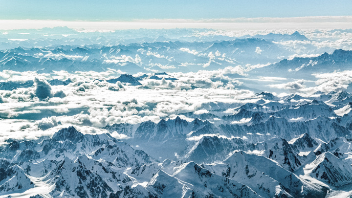 В Тибетском нагорье расположено более 50 тысяч ледников, общая площадь которых составляет более 28 тысяч квадратных километров.