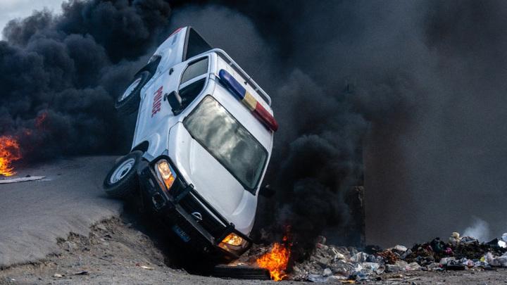Гаитяне атаковали кортеж нового премьера на похоронах убитого президента
