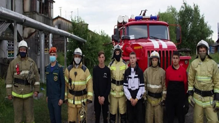 В Енисейском районе подростки спасли ребенка из горящего дома