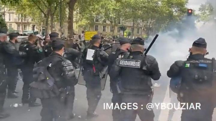Парижские беспорядки приправили слезоточивым газом