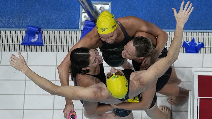 Австралийские пловчихи выиграли эстафету с мировым рекордом