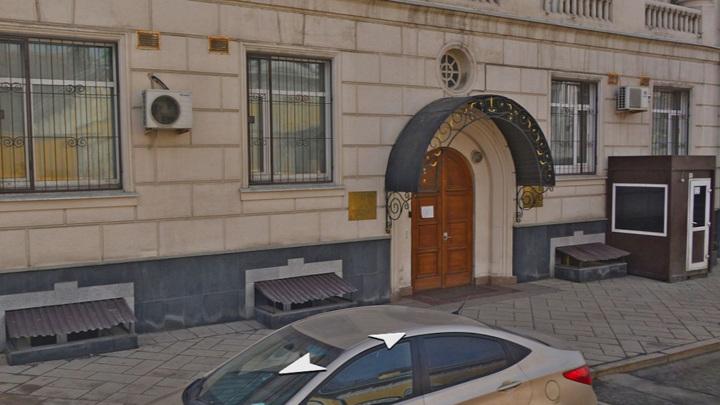 Сотрудник посольства Киргизии в Москве поколотил посетителя