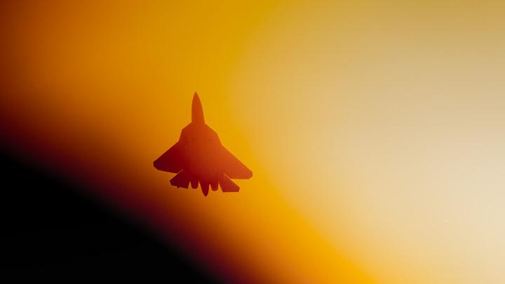 Су-57 под управлением Сергея Богдана вертикально завис в воздухе