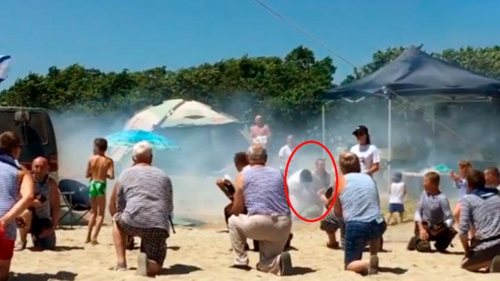 Отдыхавшую на пляже жительницу Приморья ранил заряд ракетницы