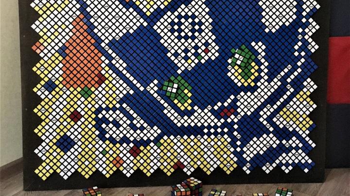 Ивановский школьник собрал символ Олимпиады из кубиков Рубика