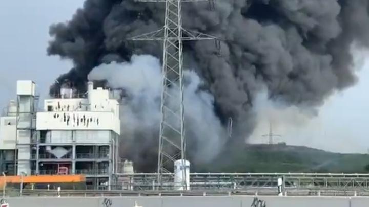 Несколько человек пострадали в результате взрыва на химзаводе в Леверкузене