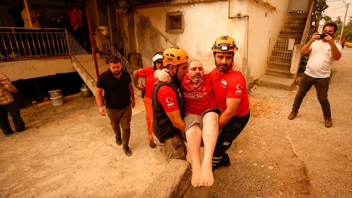 Из-за пожаров в Турции пострадали более 180 человек