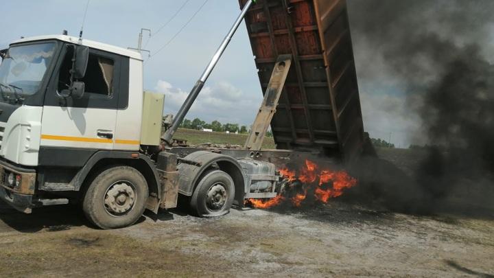 В Татарстане водитель КамАЗа погиб, задев кузовом высоковольтные провода