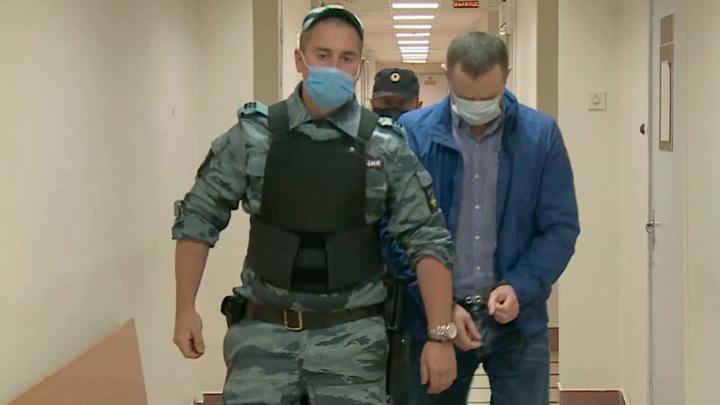 Суд продлил срок содержания под стражей экс-председателя Петросовета