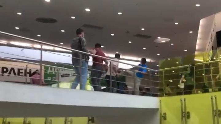 Полсотни задержанных: МВД разбирается в драке в столичном ТЦ