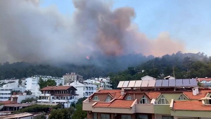 Россия направляет в Турцию дополнительную пожарную технику