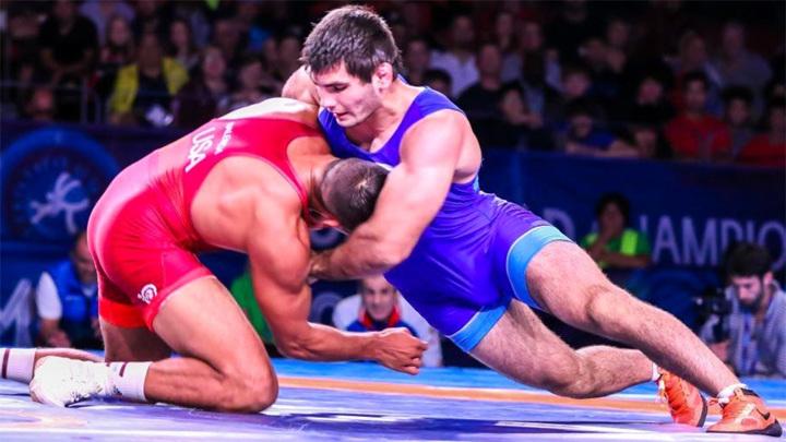 Борцы Наифонов и Угуев вышли в полуфинал Олимпиады