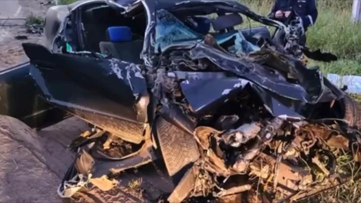 Водитель без прав убил двух пассажиров в столкновении с тепловозом
