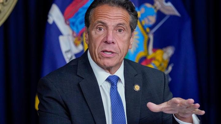 Секс-скандал: губернатор Нью-Йорка уходит, ему на смену идет женщина