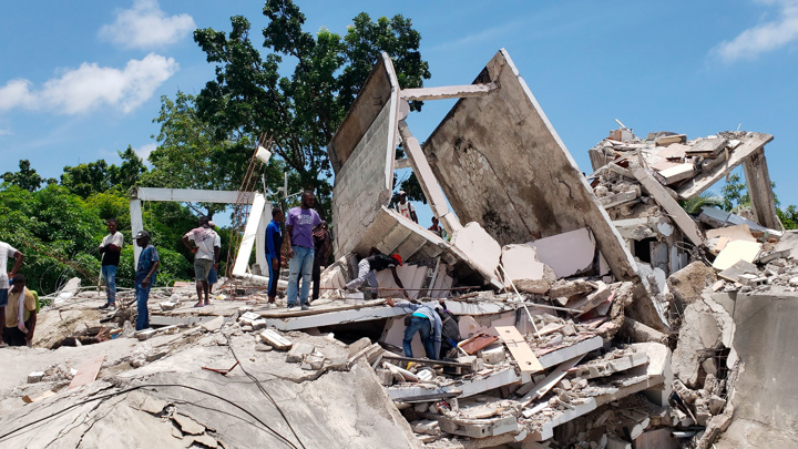 Землетрясение в Гаити: жертв уже 227