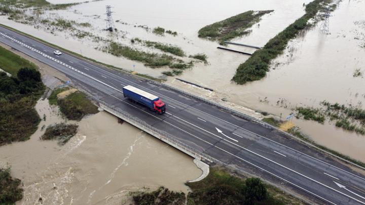 Смерчи, потопы и пожары: один из рекордных сезонов для России