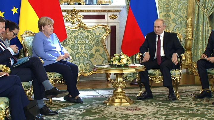 В Кремле началисьпереговоры Владимира Путина с Ангелой Меркель