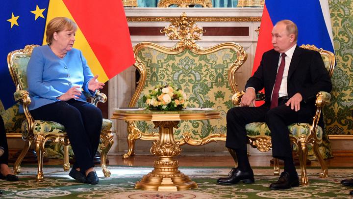 В Кремле продолжаются переговоры Путина и Меркель