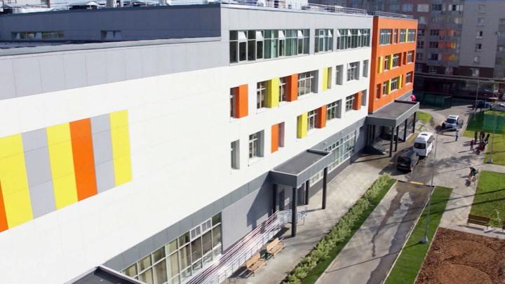 Подросток устроил поножовщину в школе на юге Москвы