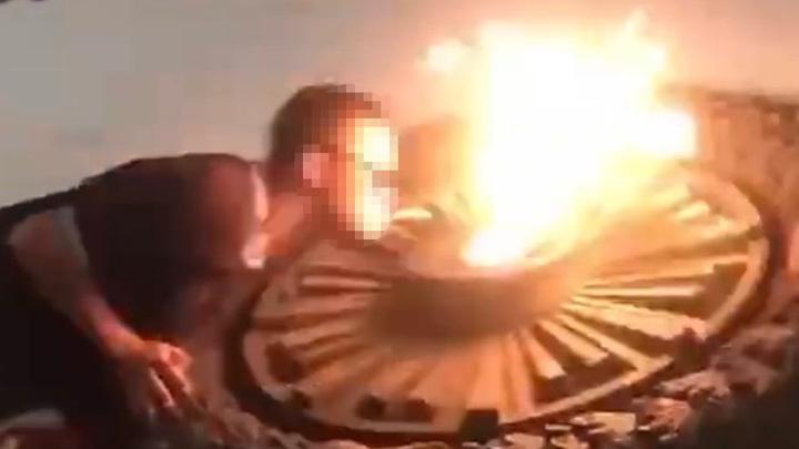 Подростки прикурили от Вечного огня в Севастополе