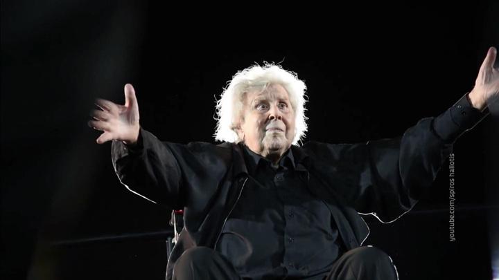 Всегда жить с музыкой: кем был греческий композитор Микис Теодоракис