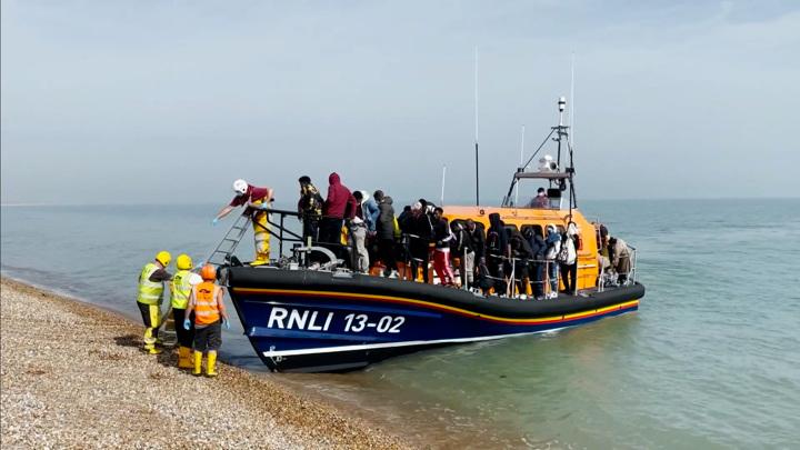 Лондон готов заплатить 54 млн фунтов за спасение от мигрантов